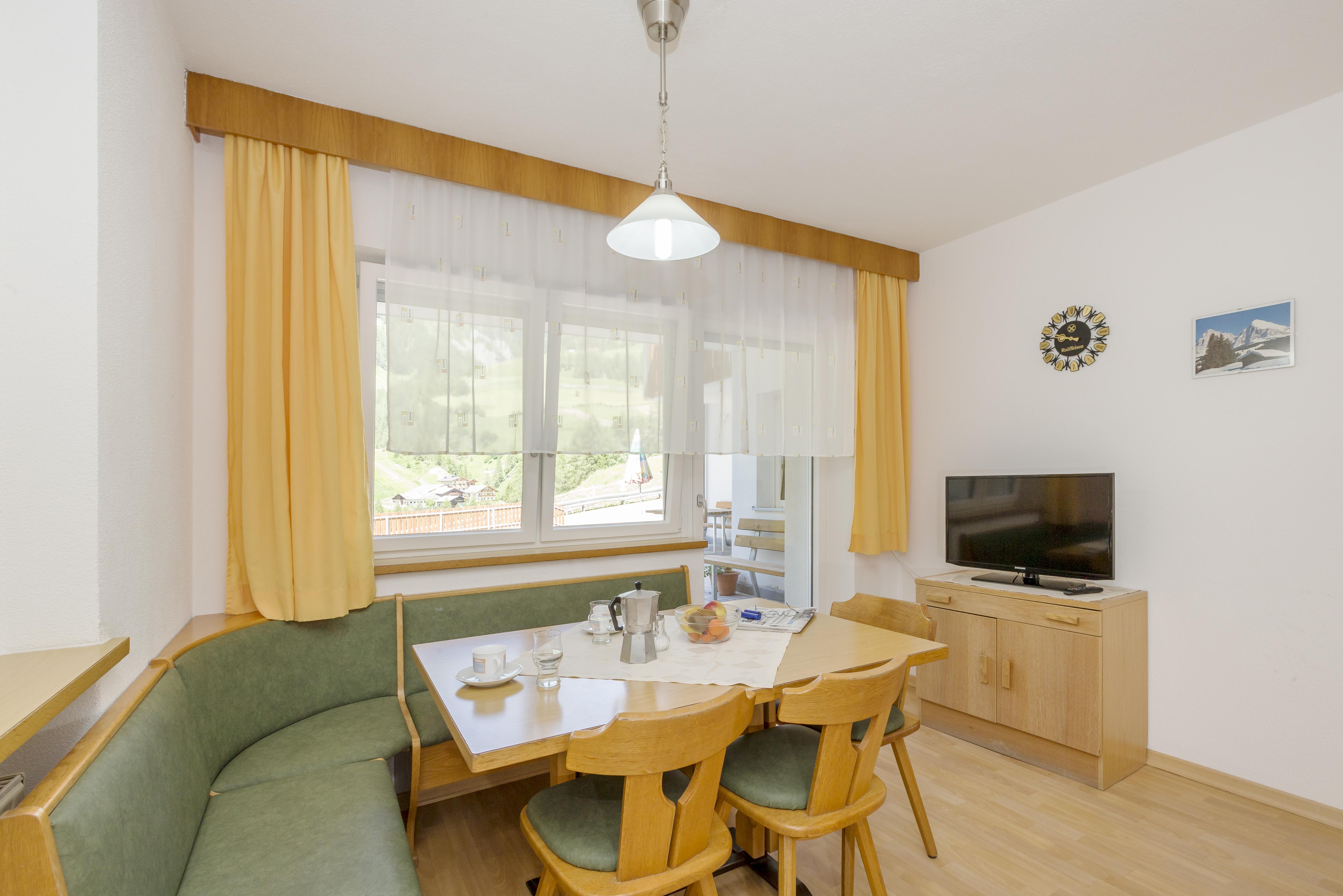 ferienwohnungen im sonneck in lappach im m hlwaldertal appartaments in m hlwald in s dtirol. Black Bedroom Furniture Sets. Home Design Ideas